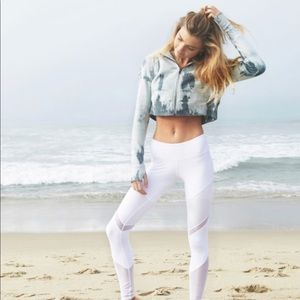 Alo Yoga cropped zip up hooded sweater
